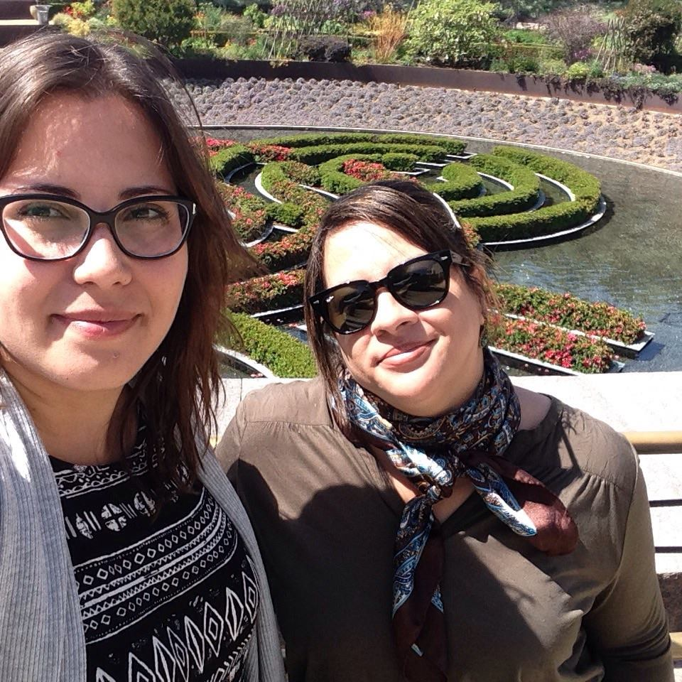 Eu e Vivi nos lindos jardins do Getty Museum em Los Angeles